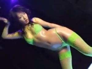 マイクロビキニオイリーダンス
