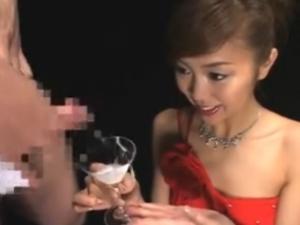 痴女はカクテルグラスでザーメンをゴックンするのがお好き!