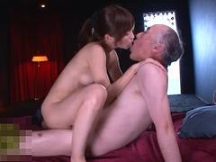 天使もえ 中年ハゲ親父と濃厚なベロキスをしながらSEX、手コキをしちゃう最高級美少女!
