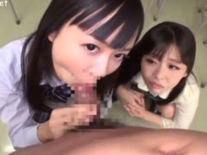 痴女JKたちがナイスコンビネーションのWフェラ責めする主観動画!